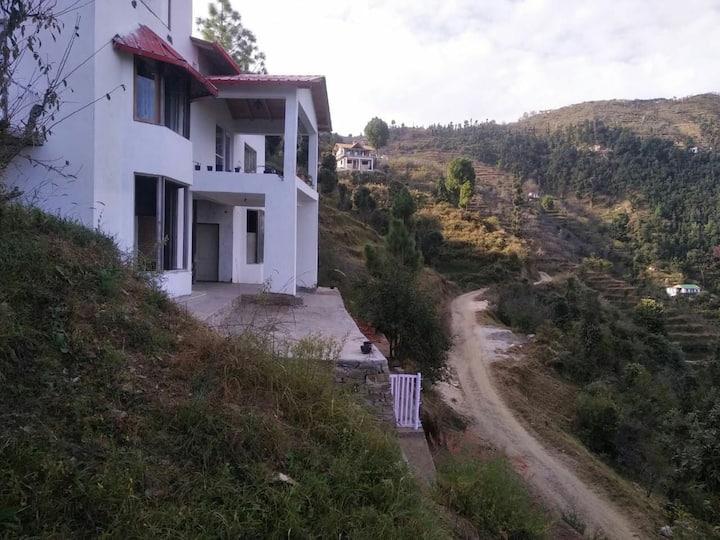 Katie's Abode homestay in Hartola near Mukteshwar