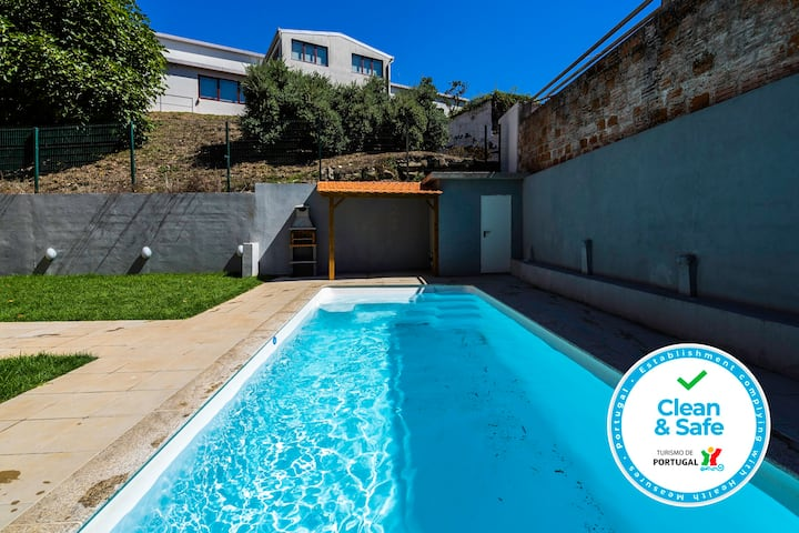 Sunny Bright Duplex & Pool by Host Wise