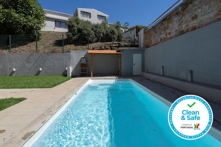 Sunny Bright Flat w/ & Pool by Host Wise