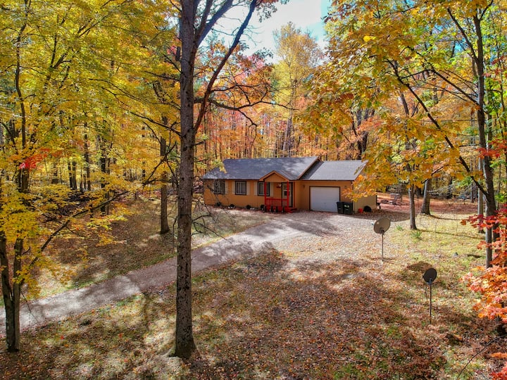 WHITETAIL HILL COTTAGE- Experience the JOY of Fall