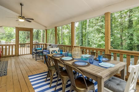 New! Cozy Lake Cottage - Dock, Game Rm & Fire Pit!
