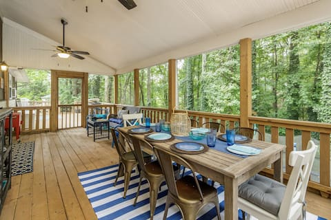 Cozy Lake Cottage - Big Dock, Fire Pit & Game Rm!