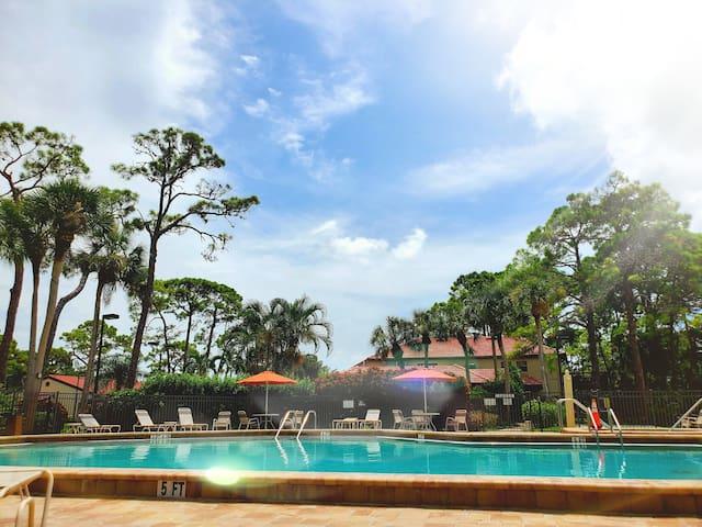 Modern, Spacious Villa close to the Beach!FreeWiFi