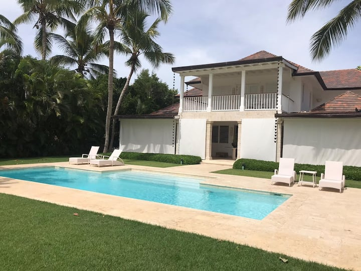 Ocean and golf view Classic Villa in Punta Cana