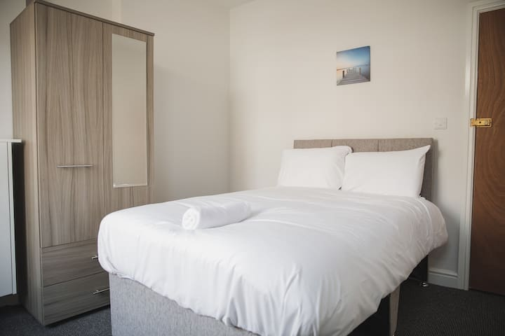 Double rooms♦ TV♦ Free Wi-Fi♦ Free Onsite Parking
