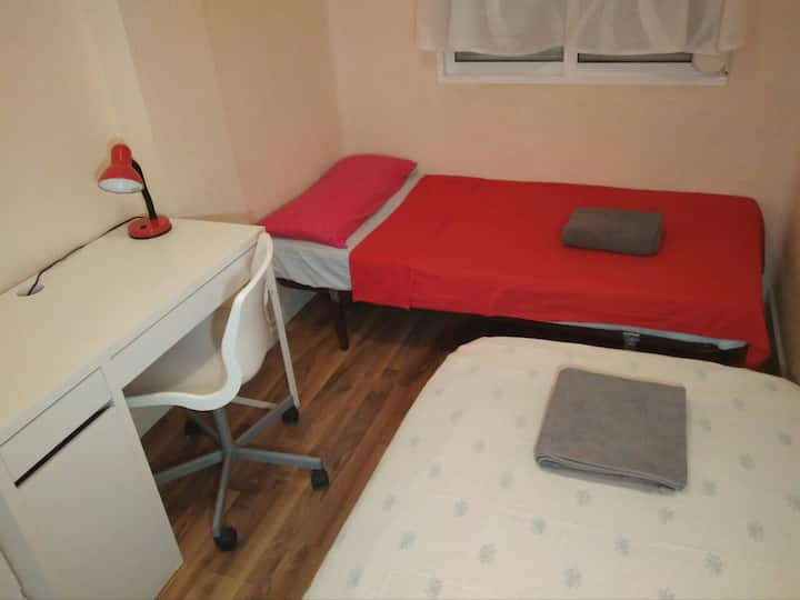 PRIVATE ROOM / 2 single beds / BEACH