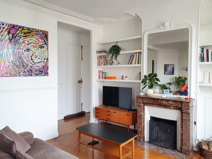 Cosy flat. Near Buttes Chaumont/Lachaise