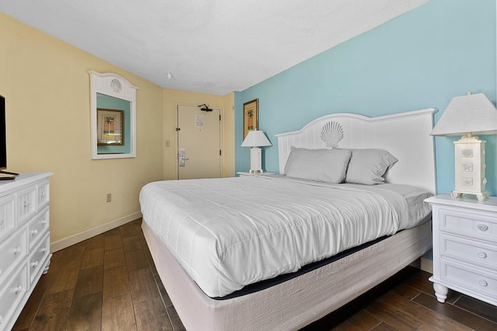 Ocean Front, Corner Unit, Great Light, Amenities