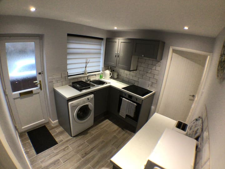 2 Bed accommodation near the beach with courtyard