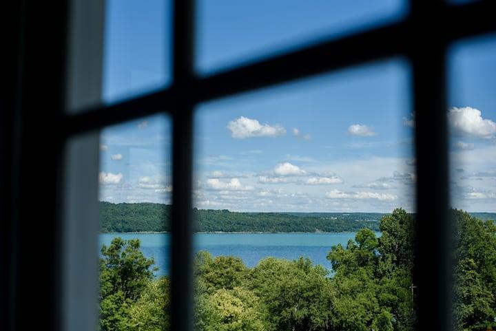 Victorian Inn Garden Rm-Lake Views-Walk to T.Falls