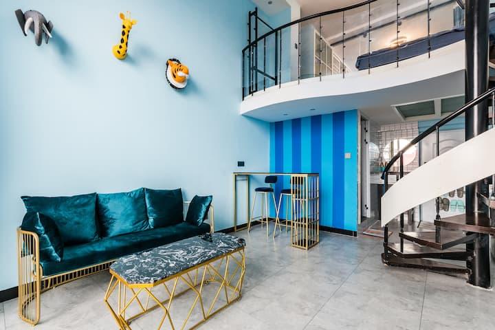 【楠舍RR】昆明市中心南屏街南向房,翠湖loft跃层地中海风阳光公寓,可住4人,旅行从未如此方便。