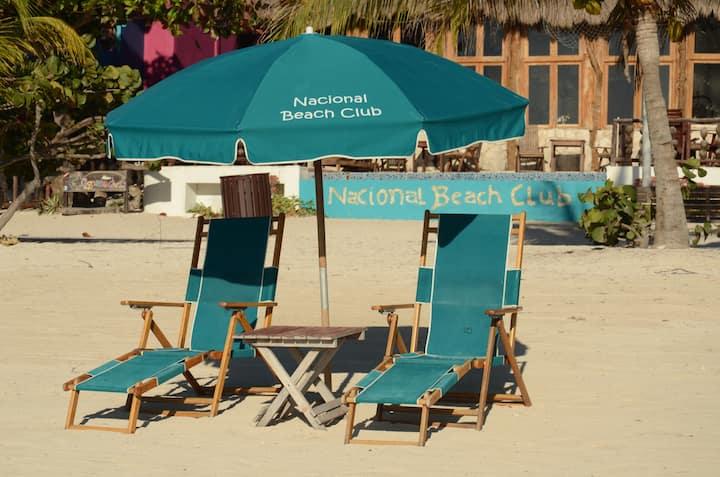 Beachfront with private terrace Malecon Piedra