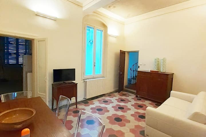 """""""Gialloparma"""" apartment in the heart of the city"""