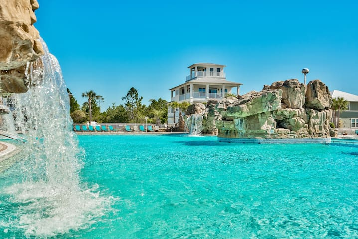 Huge Pool with Waterfalls! Walk to Beach/30A!