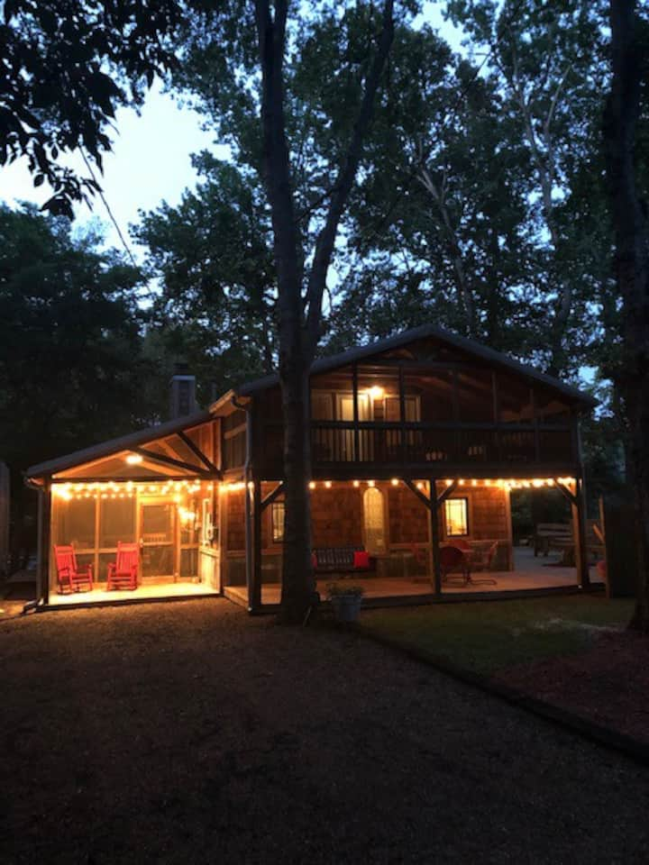 Cabin on the river! 30 mins from Nashville.