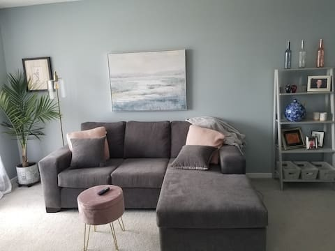 Cozy one bedroom apt.  Excellent location!