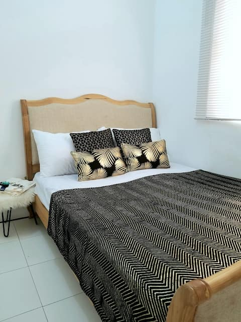 Clean and Cozy bedrooms in the heart of Elmina