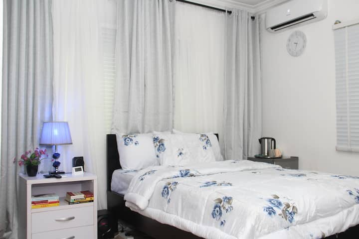 Standard  1 Room in 2bedroom APT, Wifi, 24hr Power