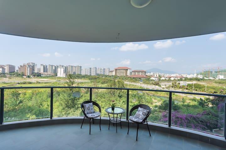 三亚湾椰梦长廊海边大阳台亲子双床公寓2