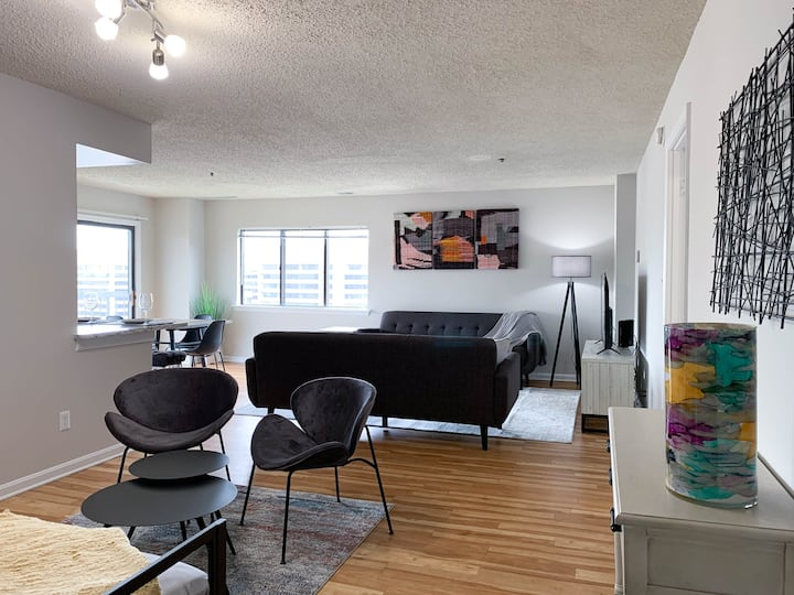 Spacious 2BR | 2BTH In Pentagon w/ Monument View