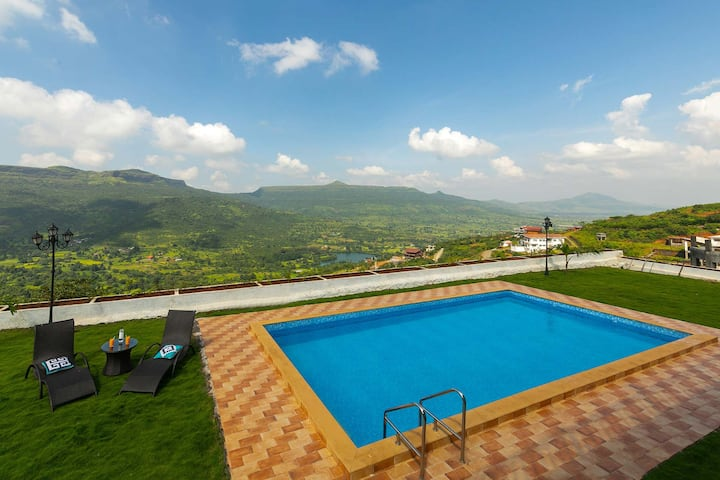 The White Manor - Pool that overlooks the valley