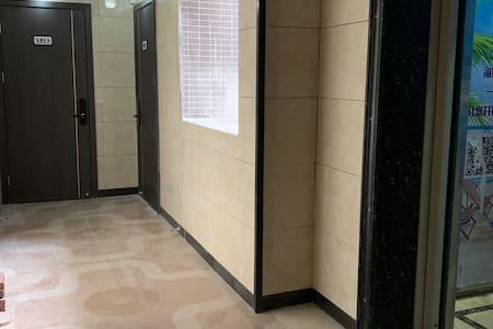 电梯门入口至房间门