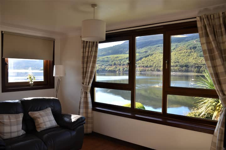 Entire Flat, stunning views, on loch long.