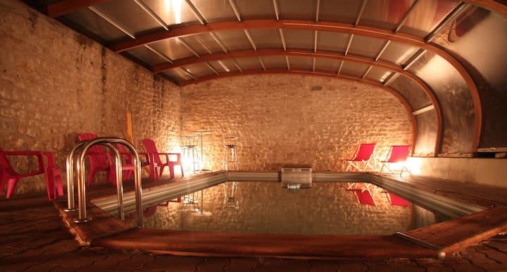 Détente Sauna Jacuzzi Piscine chauffée Billard