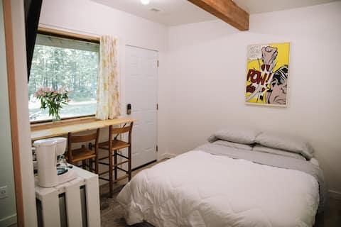 Old Rip Van Winkle Guest Suite (no cleaning fees)