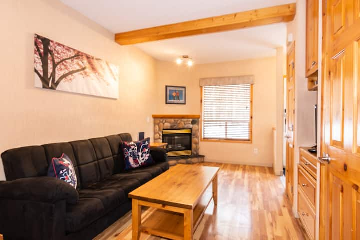 Cozy 2BR Townhome/Individual AirCondition/6 Guests