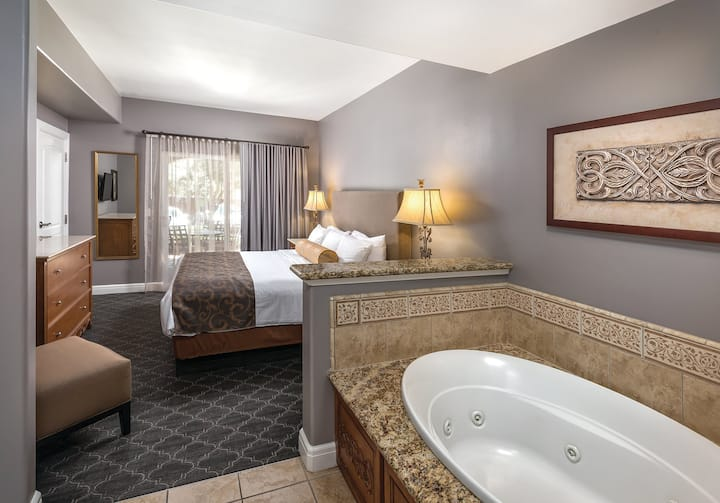 1 Bedroom Suite at Napa Valley Resort (2)