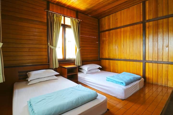 Tropical Deluxe 3 Bedroom @ Villa Gardenia Bandung
