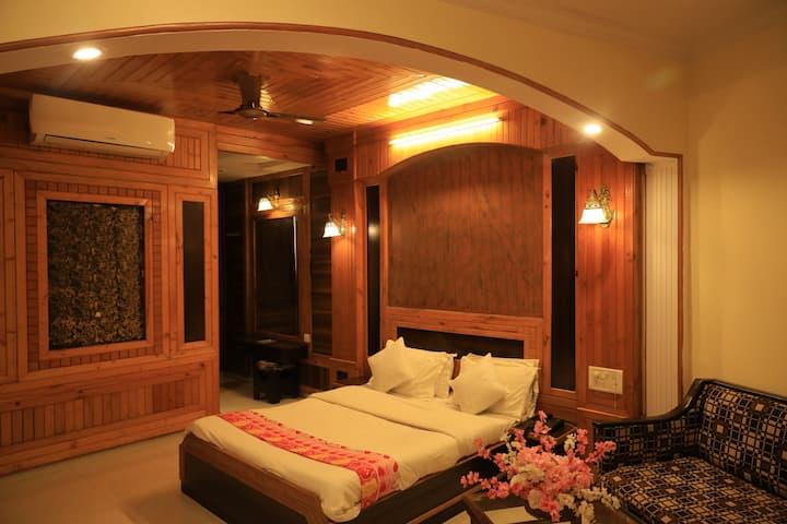 Standard AC room Pratap Heritage @Mahabaleshwar.