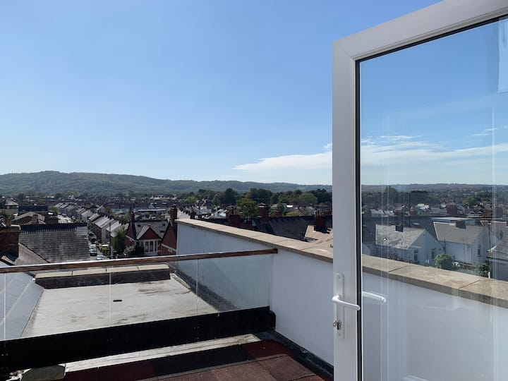 ‼️ Stylish Cardiff apartment with a stunning view 👀
