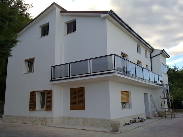 Villa a Dogliola-Vasto (CH), immersa nel bosco.