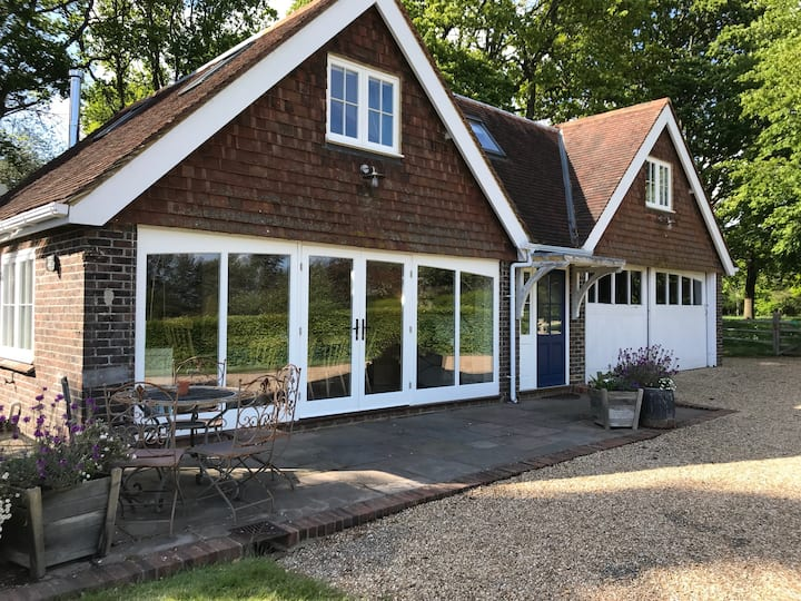 Luxury Stable Cottage with pool and tennis court