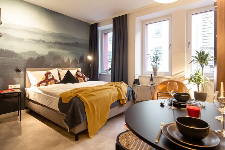 Puru Astoria: Studio Apartment an der Oper 23m2