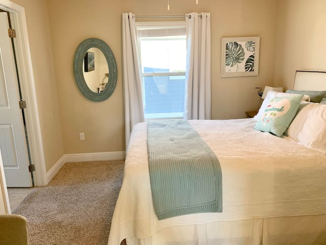 The queen bedroom is cozy and is ensuite to the upstairs jack & jill bathroom. It has blackout curtains.