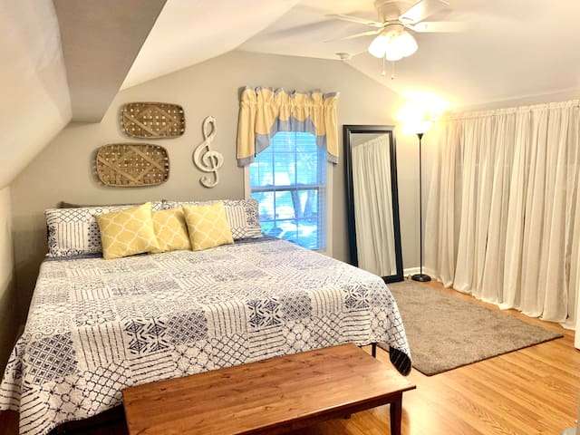 King bed with memory foam mattress and closet