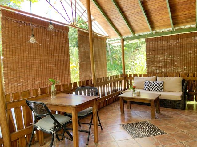 Tree House Bungalow/Pachamama Balcony & Mango Tree