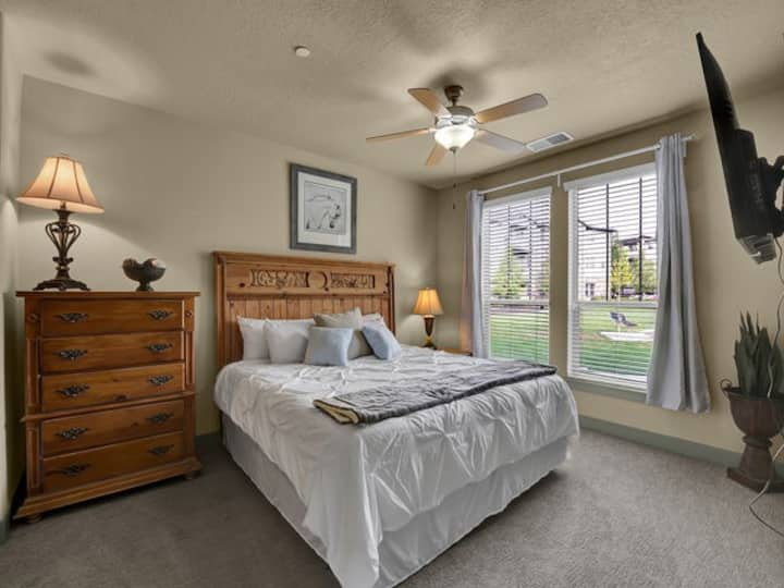 Large King Suite,Comfy, Pet Friendly, Skiers Dream