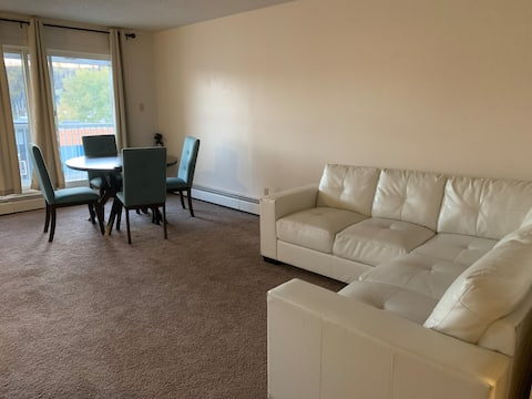 Quiet : Spacious Private Room situated  Downtown