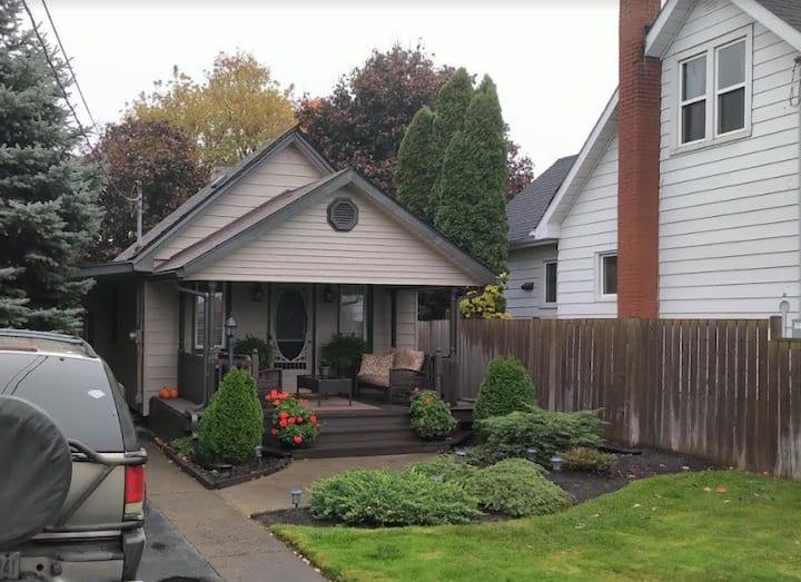 Urban Cottage 1BR Full Home Walk to Niagara Falls