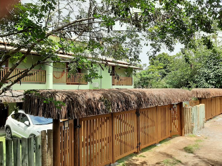 Casa 2 suítes em condomínio no centro de Arraial 2