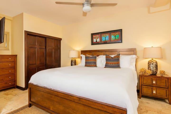 Bedroom 4 - King bed with Bathtub