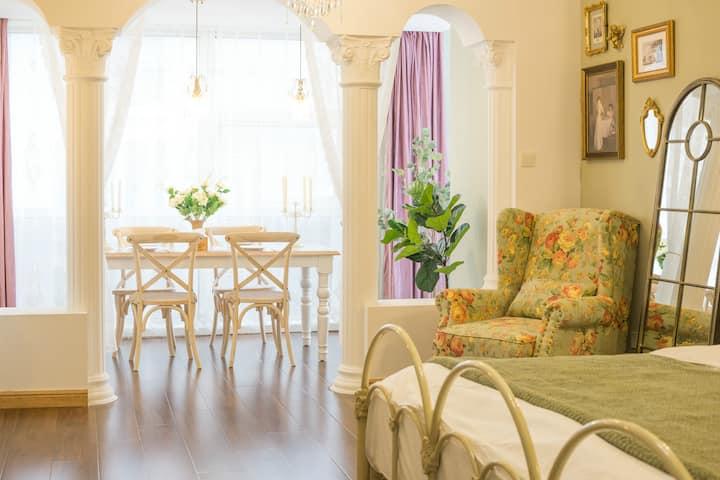 [遇见]泰华商圈|法式宫廷复古公寓|高清投影|乳胶床垫