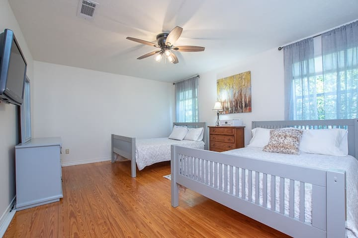 Guest Bedroom - Two Full Size Beds, Dresser, Bedside Table, Lamp, Large Closet, Ceiling Fan, Cable TV