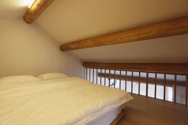 阁楼卧室 | 二楼卧室配有舒适双人榻榻米