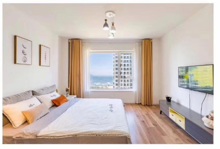 海景卧室两米大床,无需开窗,24H微循环新风系统循环输送,24H恒温恒湿