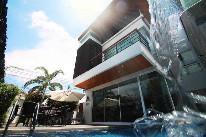 Spacious designer villa with AMAZING facilities!
